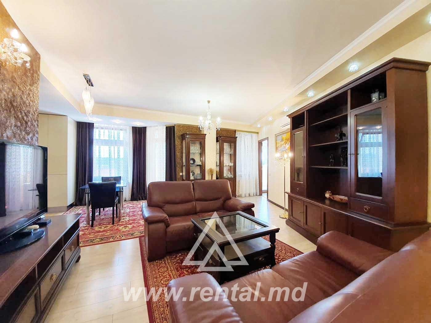 3 Rooms apartment for rent in a luxury building