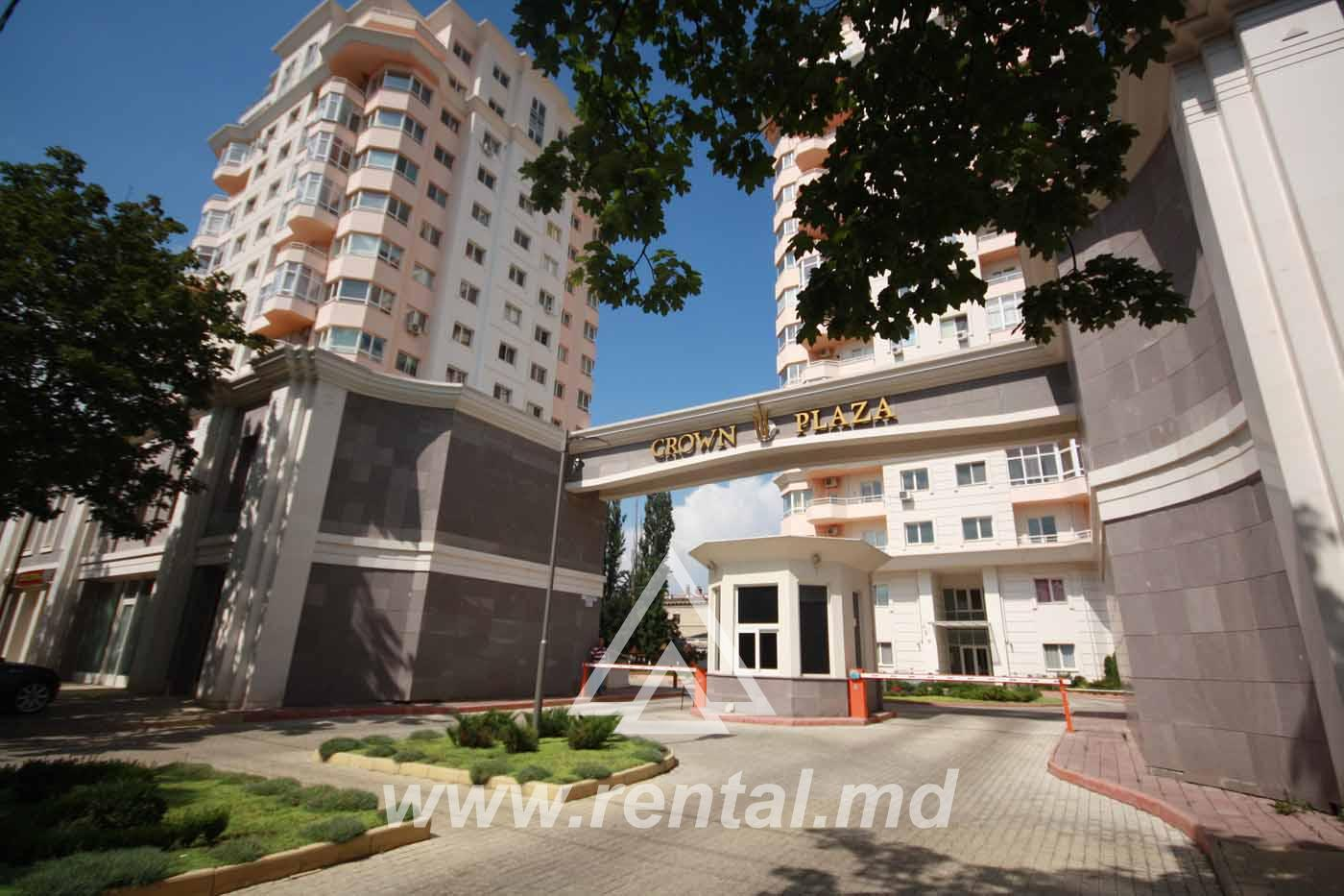 Rental 3 rooms apartment in Crown Plaza