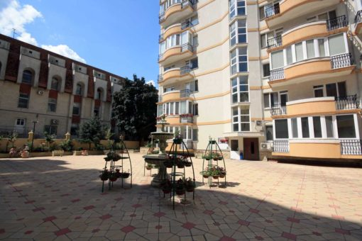 Penthouse with terrace for rent in Chisinau downtown