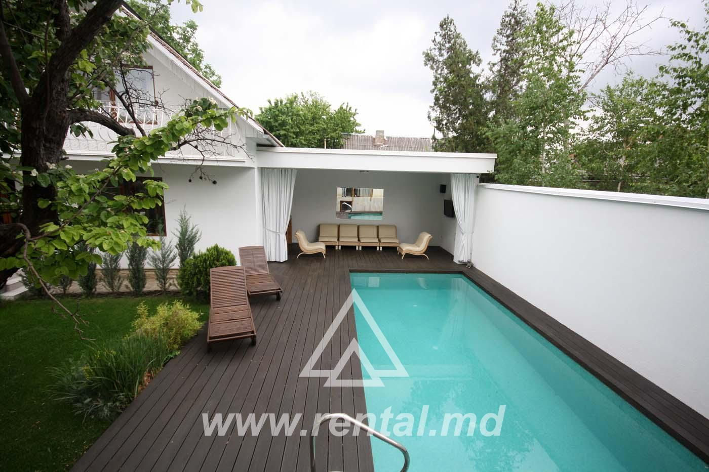 For rent luxury house with swimming pool in Buiucani