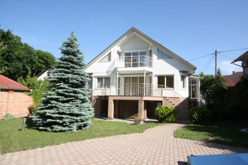 House for rent in Chisinau with simming pool next to a park