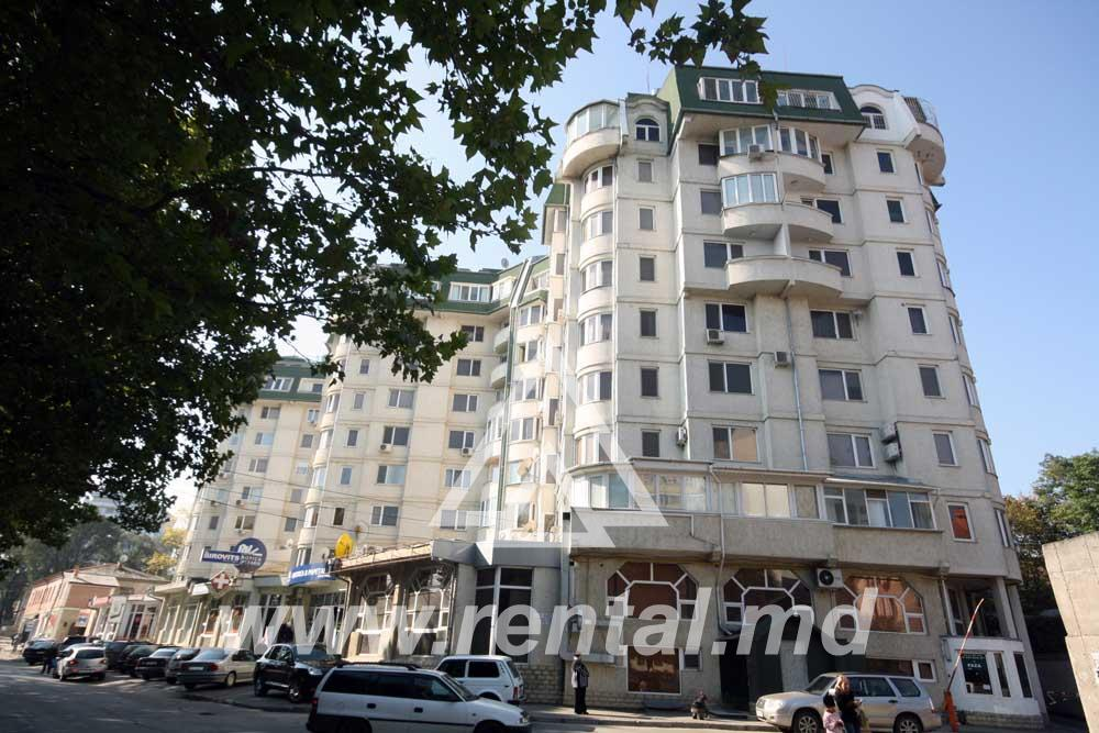 Spacious apartment for long term rent in Chisinau center