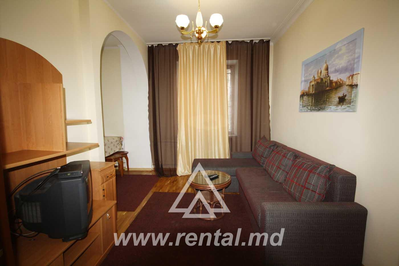 3 rooms apartment for rent in the historical part of the center