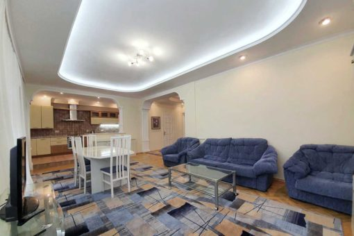3 rooms apartment for rent centrally located