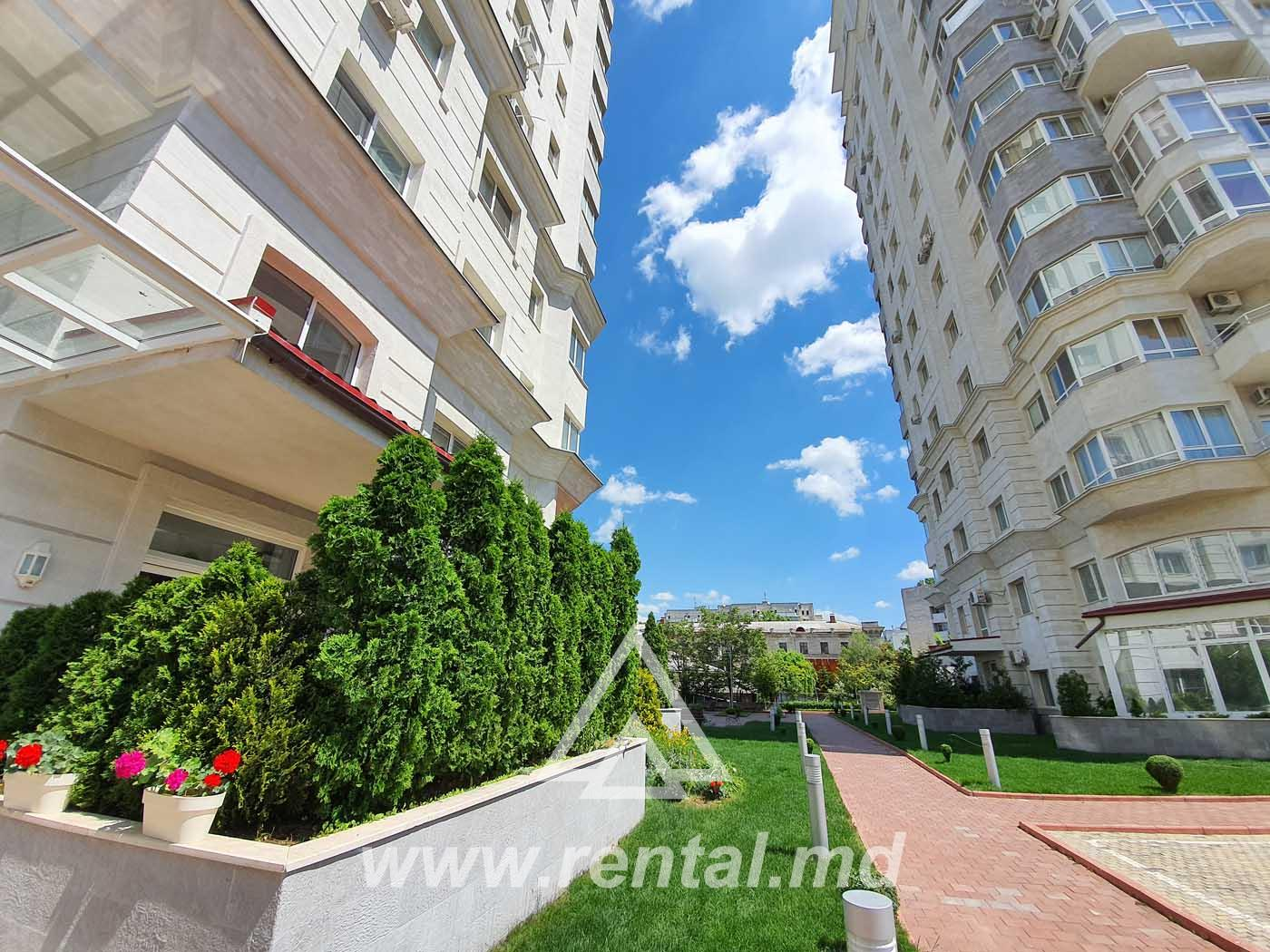 4 rooms apartment in Crown Plaza