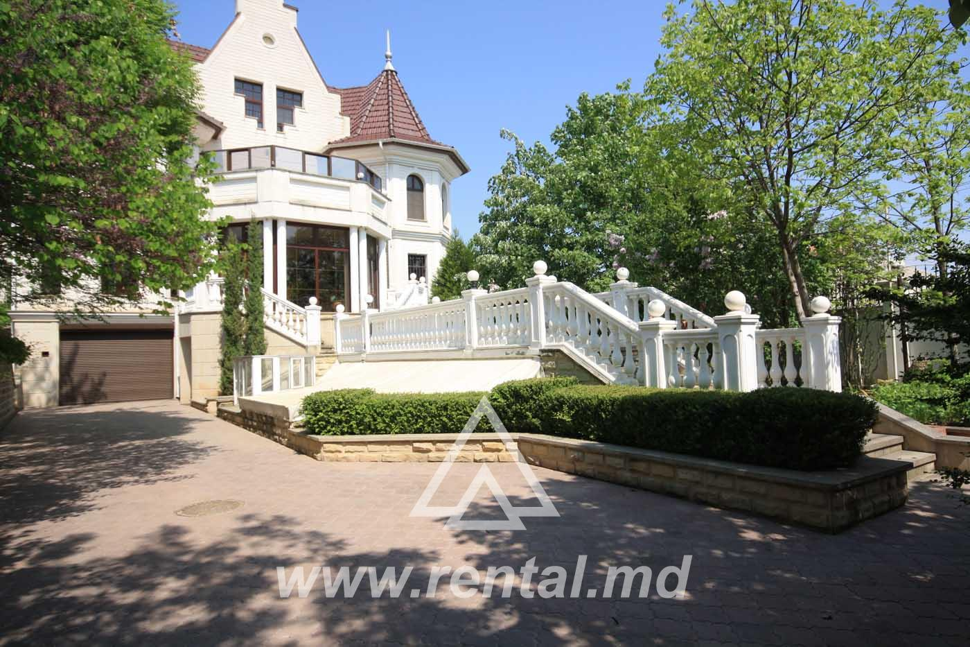 Spacious house for sale in Chisinau Telecenter