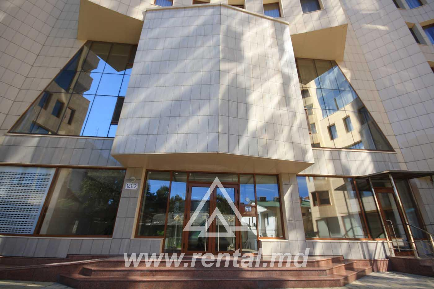 3 rooms apartment for rent on Stefan cel Mare Boulevard