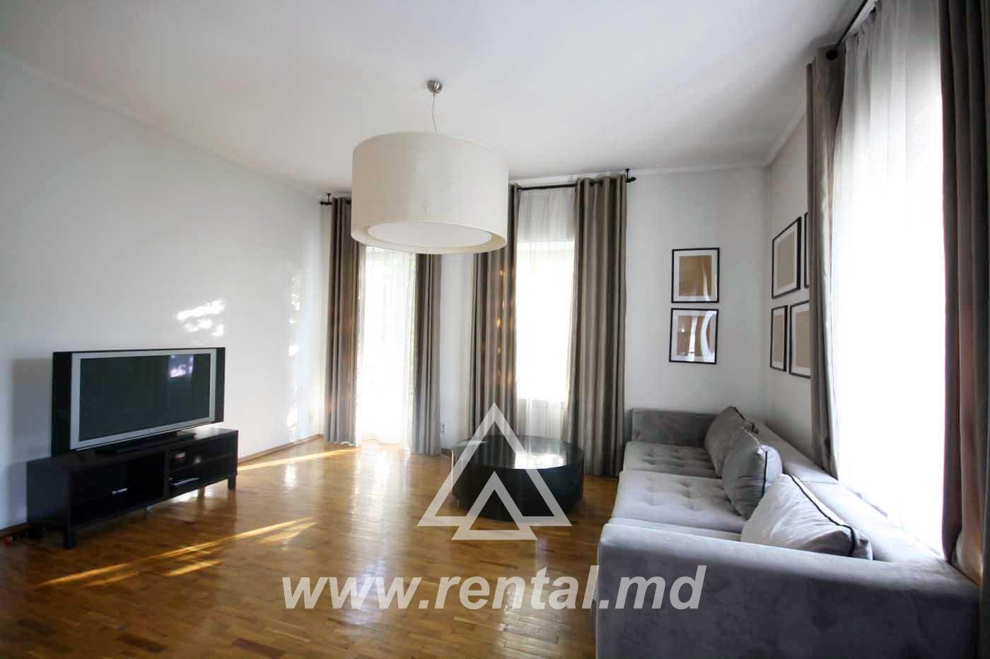 Spacious apartment for rent on Stefan cel Mare Street