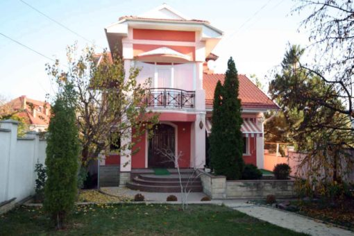 House for sale or rent in Central Telecenter