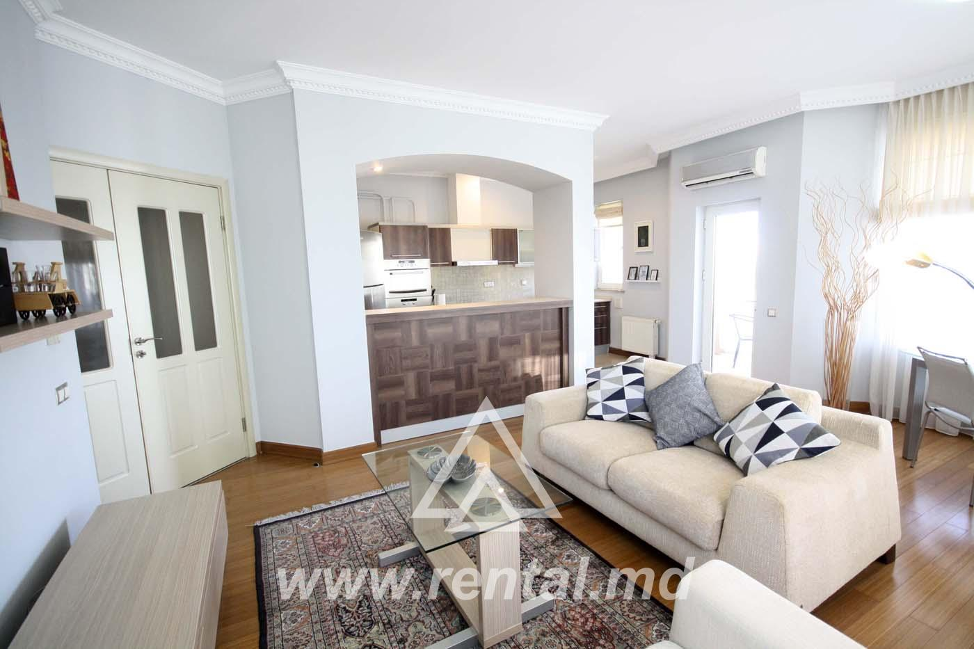 2 rooms apartment for long term rent in Crown Plaza