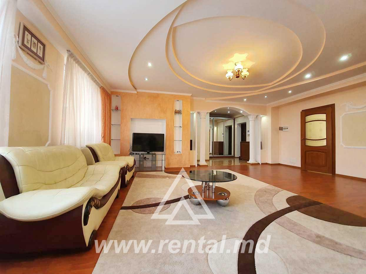 3 rooms apartment for rent in Chisinau downtown