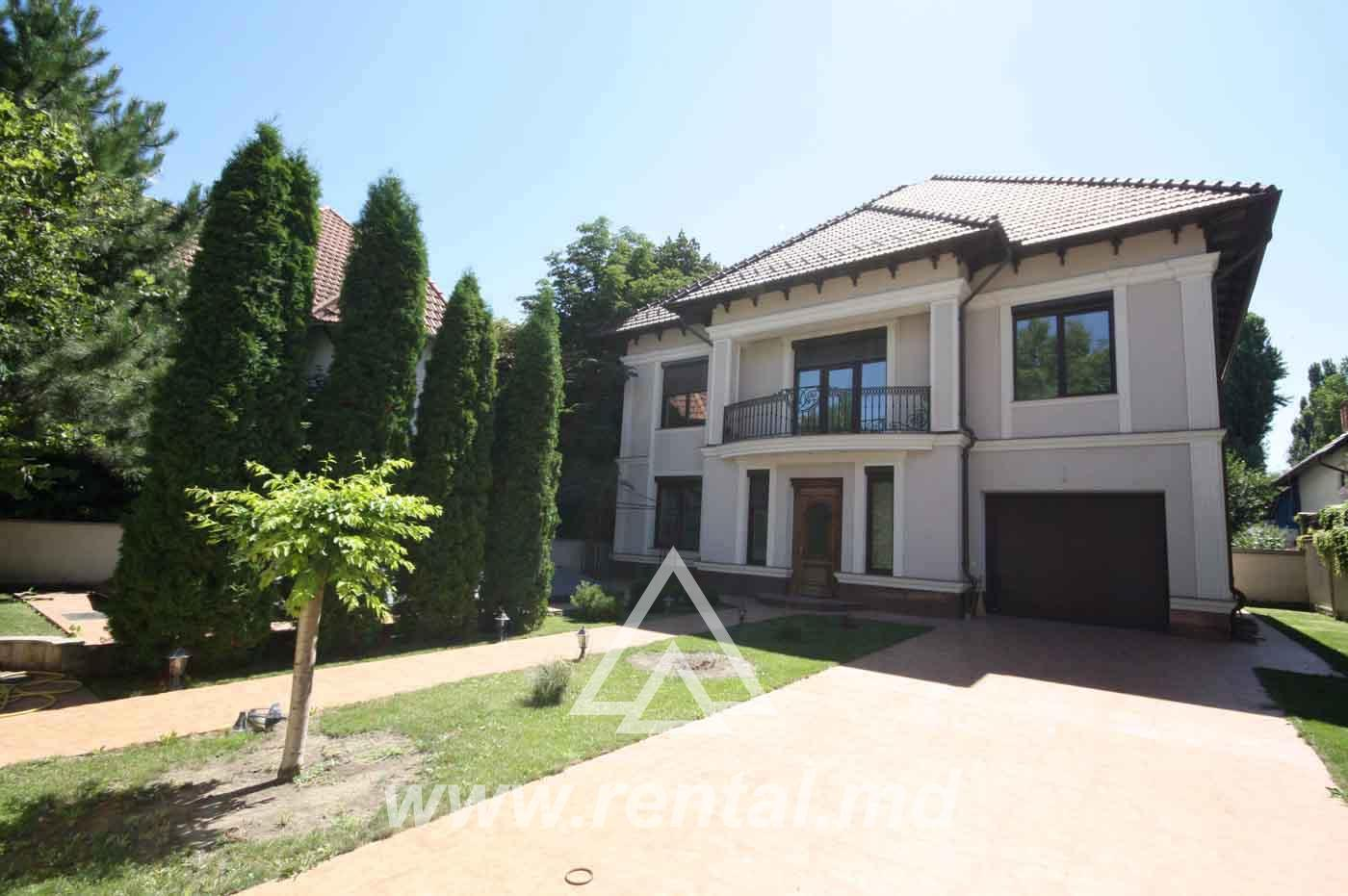 House with pool in Telecentru Chisinau