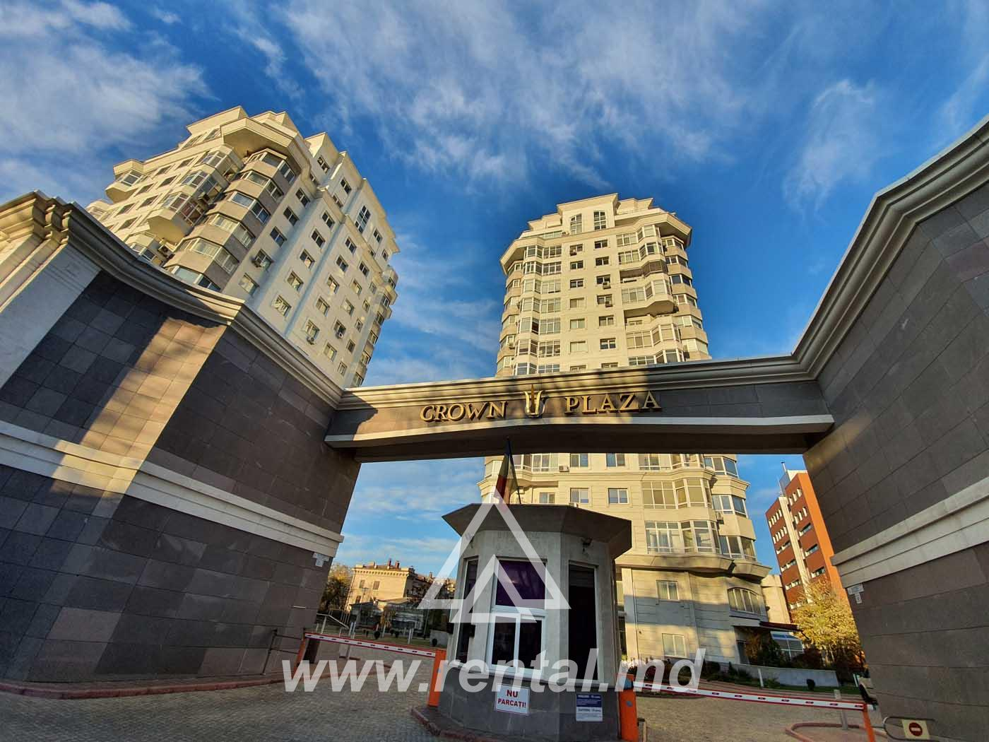 2 rooms apartment for rent in Crown Plaza