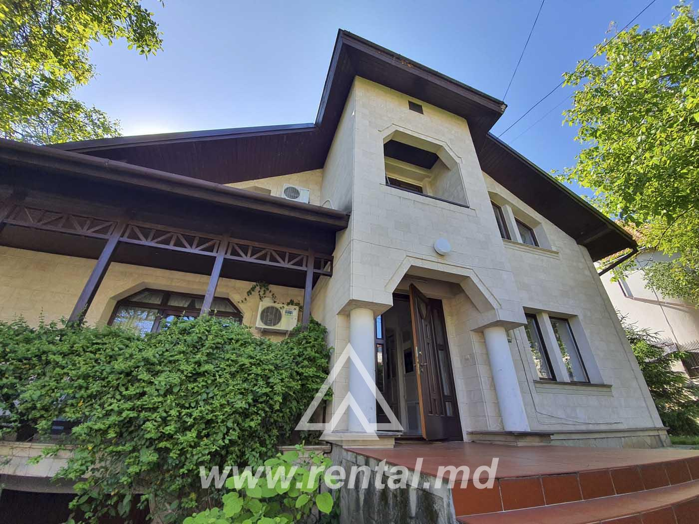 House for rent in Telecenter near the park
