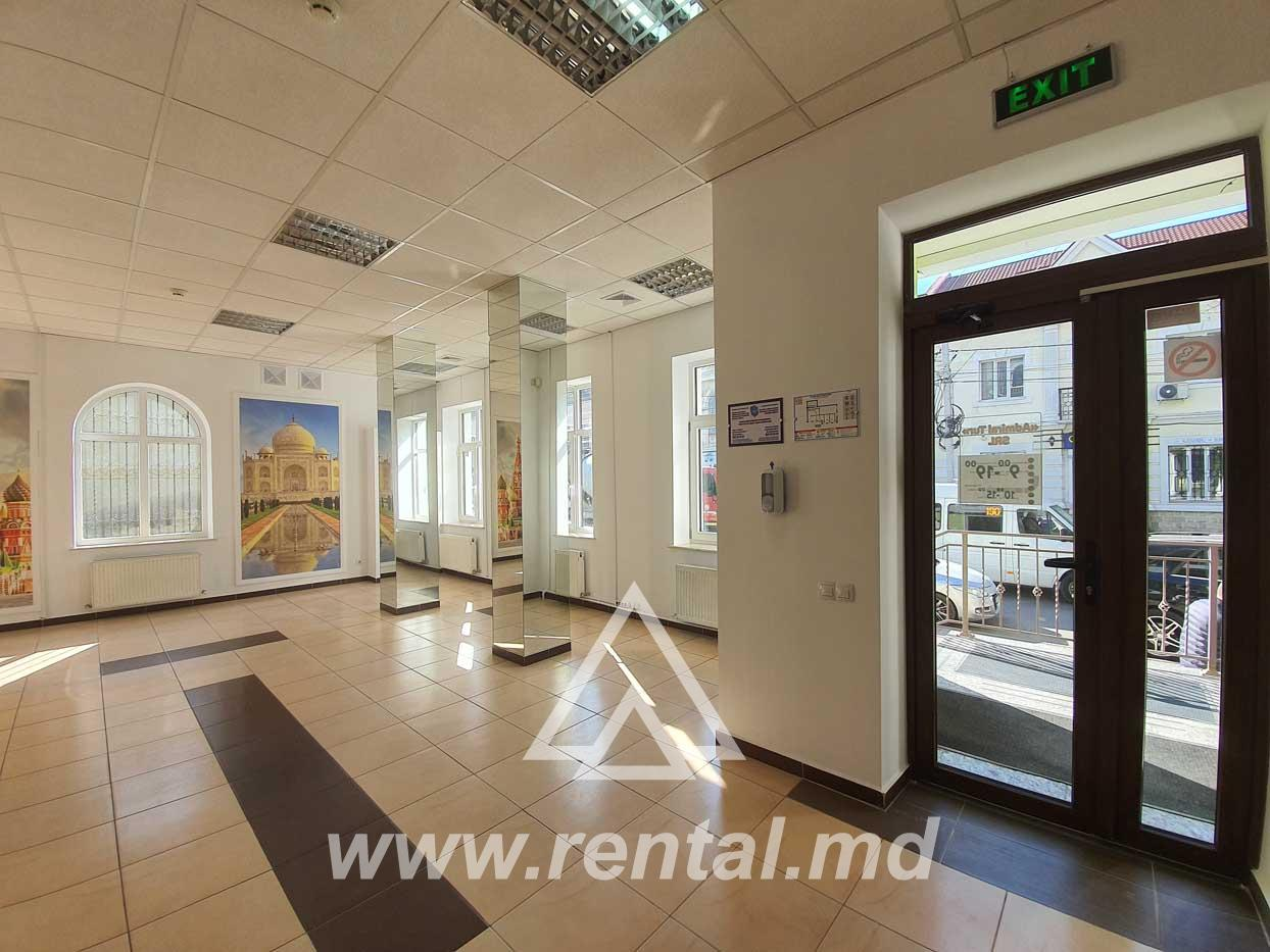 Centrally located first line commercial space for rent