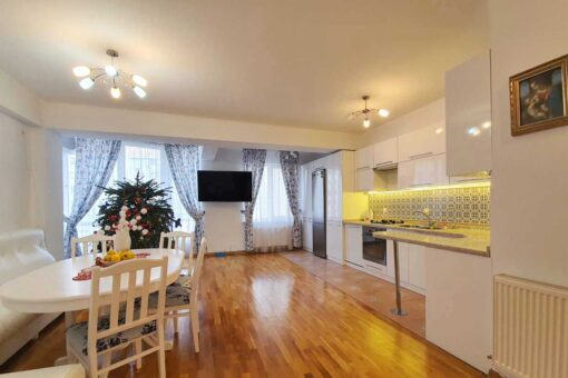 Rent spacious apartment in new building Buiucani